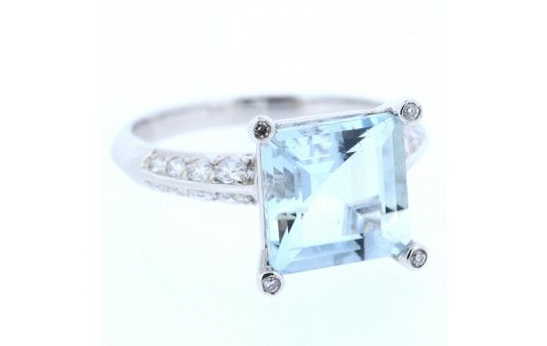 18ct white gold and diamond ring, featuring a square Aquamarine.