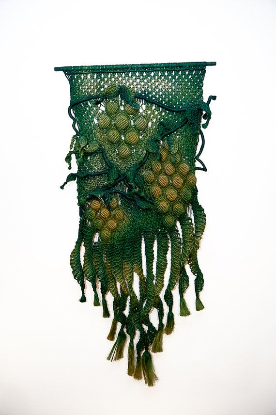 inserzione di Etsy su https://www.etsy.com/it/listing/72394518/macrame-wall-hanging-vineyard-handmade