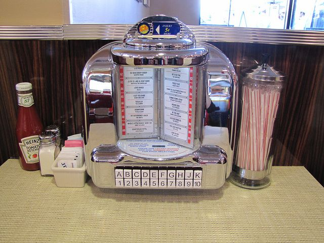 Vintage Seeburg tabletop jukebox!: Favorite Music, Jukebox 2013 03 13, Size Jukebox, 1950S Childhood, Tables Jukebox, Memories Lane, Jukebox Plays, Jukebox 20130313, Diners Jukebox