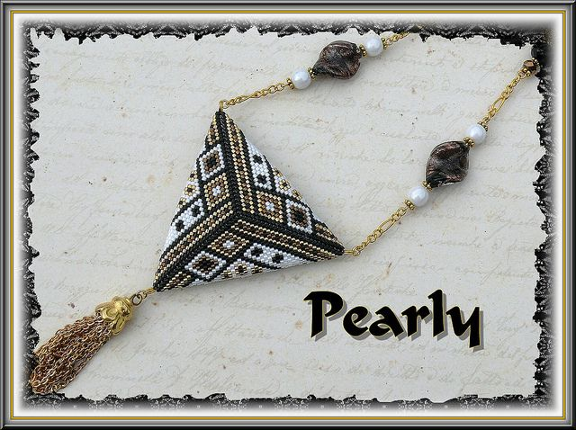 triangle réversible recto, delicas plaqué or by pearly beads, via Flickr