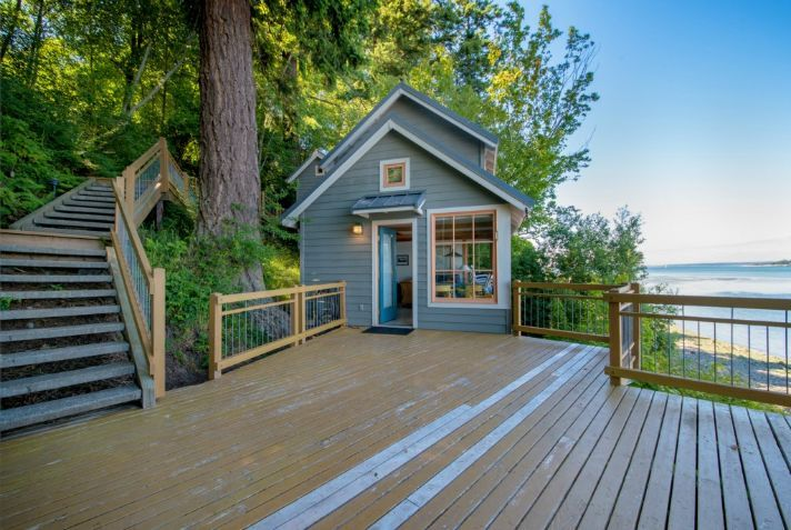 458 Sq. Ft. Oceanfront Cottage For Sale   SMALL HOUSE