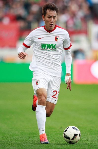 Ji Dong Won Photos - Ji Dong-Won of Augsburg in action during the Bundesliga match between FC Augsburg and Bayern Muenchen at WWK Arena on October 29, 2016 in Augsburg, Germany. - FC Augsburg v Bayern Muenchen - Bundesliga