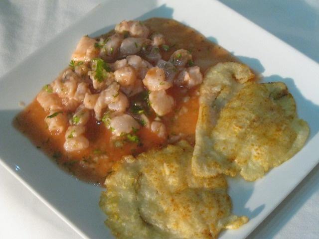 El pez Léon, ha invadido nuestros mares y es un invasor, por eso en Capurganá lo cazamos y lo preparamos en ceviche acompañado de patacón. Este plato exótico en otros paises puede costar hasta US60 y en el hotel Almar puedes degustarlo incluido en el menú.