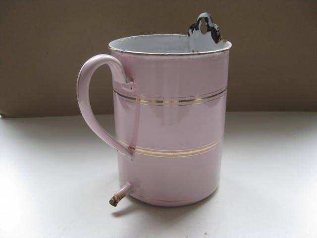 Franse vintage kruik, irrigator, medisch hulpmiddel in roze email met gouden randje uit ca. 1920. door pollysonlyworld op Etsy
