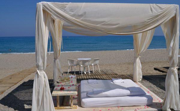 Een heerlijke relax plekje op Kreta: Baja Beach in Rethymnon.