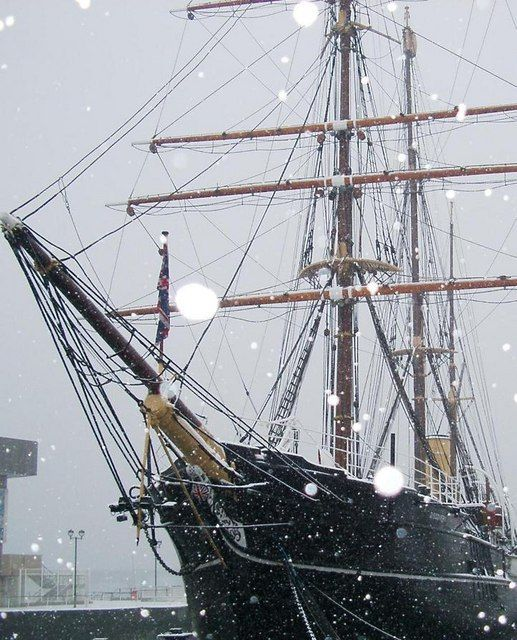 "The historical tall ship ""RRS DISCOVERY"" (1901) is now a museum ship at Discovery Point, Dundee, Scotland."