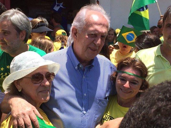 Jarbas Vasconcelos se diz surpreso com tamanho da manifestação no Recife
