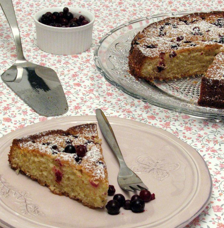 עוגת שקדים ופירות יער