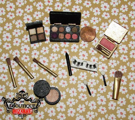 Dollhouse Miniature Eyeshadow /& Eyeliner Makeup Handcrafted Set