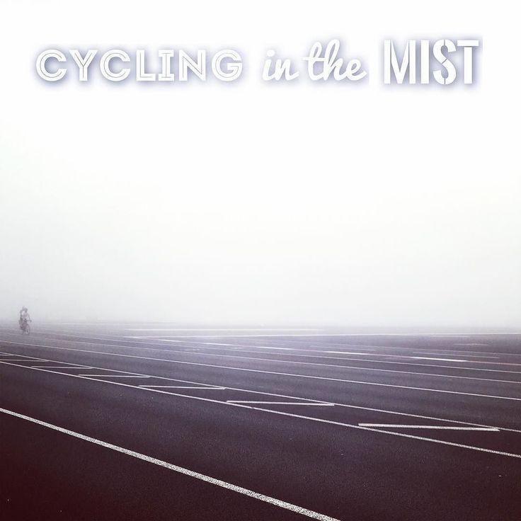 Cycling in the mist. Ciclistas en la niebla. #igerscadiz #weather #bike #levante #wind #CampoDeGibraltar #Gibraltar