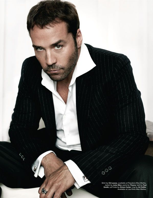 Jeremy Piven in black and white (formal)