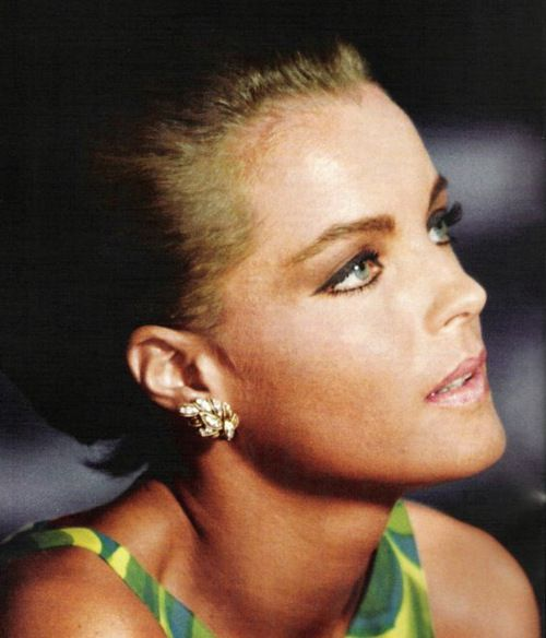 La piscine romy schneider if i were a hollywood diva for Alain delon la piscine