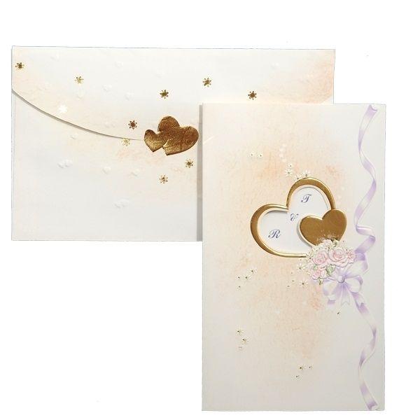 Invitatie de nunta romantica, de culoare crem, cu inimioare aurii si flori.