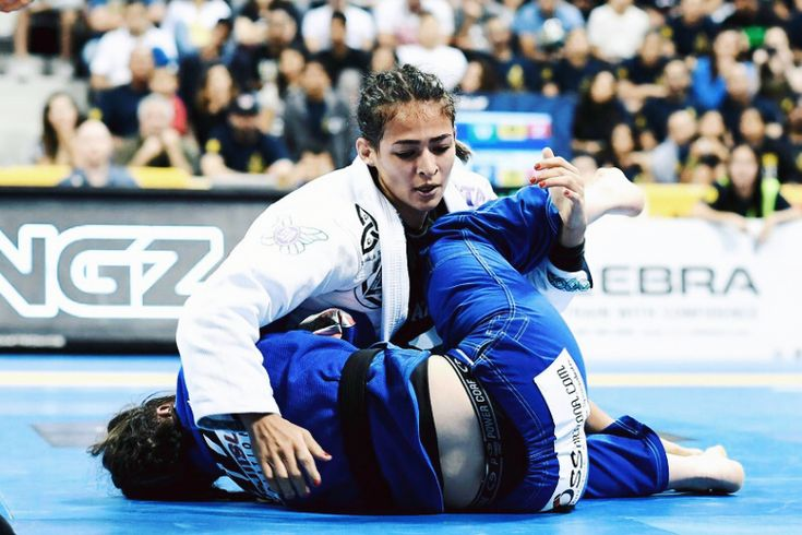 Bia Mesquita is an incredible female athlete in Brazilian jiu-jitsu. One to watch and follow in the BJJ scene!!
