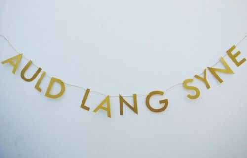 🎉🥂 Happy new year - lang may yet lum reek! Having a wee Burns night? This banner would fit right in at any Burns Supper  #bringon2018  #happynewyear #scots #langmayyerlumreek #newyear #auldlangsyne