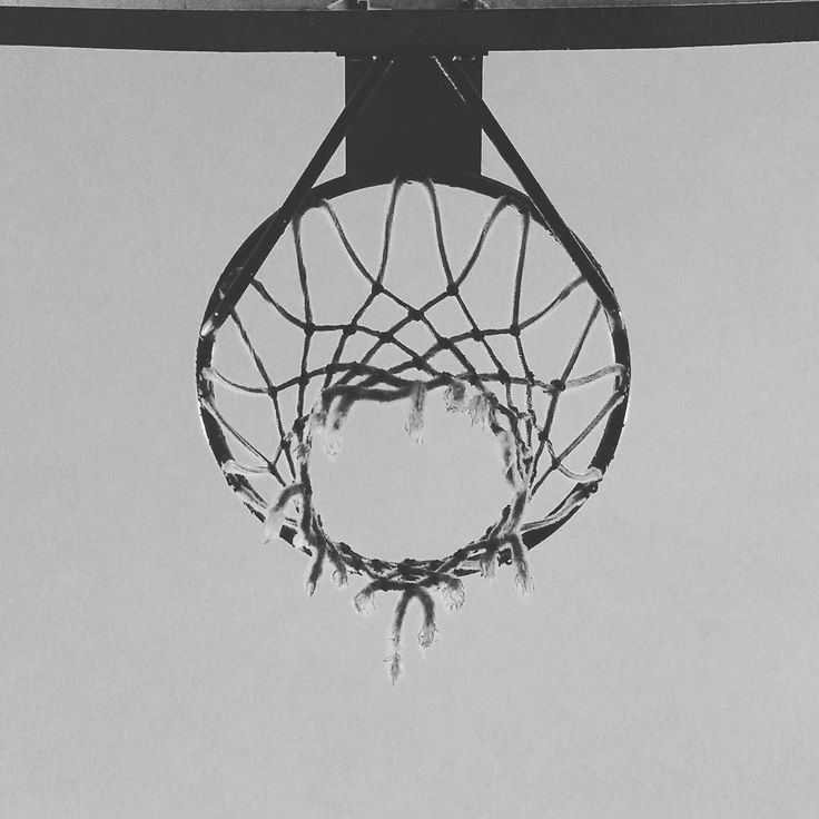 A testa alta sempre. #basket #basketball #ball #ballislife #passion #ilovethisgame #street #streetball #nba #court #3x3 #blacktop #pickup #concrete #game #love #hoops by blacktopbb