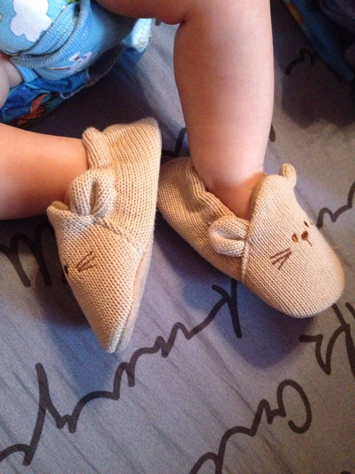 Lively Lovely Baby Knitted Crib Shoes Baby shoes, newborn baby shoes, toddler shoes, infant shoes,  baby girl shoes, baby boy shoes, baby booties, baby sandals,  baby sneakers, kids shoes, newborn shoes, baby slippers, infant boots, baby girl boots, baby moccasins, infant sandals, infant sneakers, baby shoes online, shoes for babies, newborn baby girl shoes, cheap baby shoes, baby walking shoes, infant girl shoes, toddler sandals, cute baby shoes, infant boy shoes, baby boots
