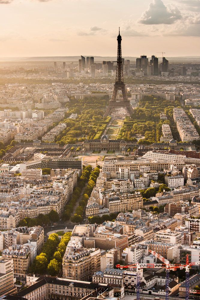 Widok na Paryż z wieży Montparnasse.  Canon 40D, Canon EF-S 55-250 / 4-5.6 IS, 1/100 s, f / 8, ISO 100, koncentrują 55 mm