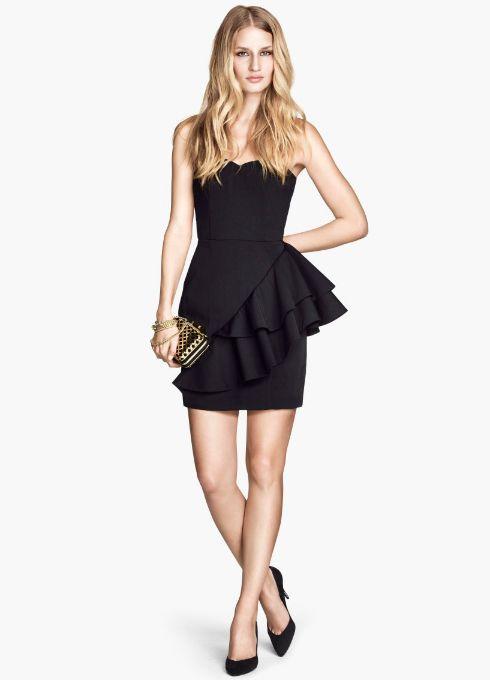 El clutch dorado es el complemento perfecto para un  look total black navideño, elige el tuyo en el Mercado de Fuencarral