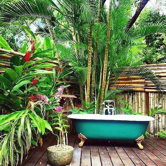 Bathing alfresco!?! This is definitely the way to do it