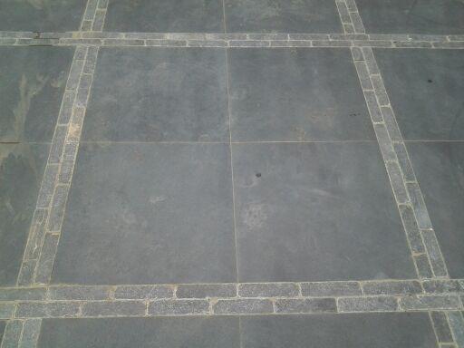 straat patroon natuursteen, zodat het minder strak wordt, speelser