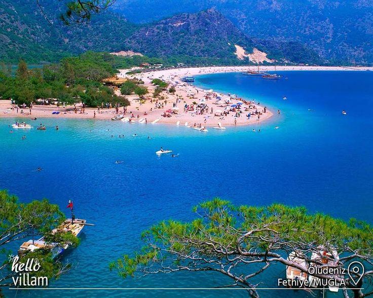 """Cennetin yeryüzündeki yansıması olarak adlandırılan Ölüdeniz, 2006 yılında """"Dünya'nın En Güzel Kumsalı"""" seçilmiştir.   #bluelagoon #plaj #beach #kumsal #sandbanks #landscape #manzara #doğa #nature #deniz #sea #tree #blue #mavi #holiday #tatil #mountains #picoftheday #photooftheday #ölüdeniz #fethiye #marmaris #muğla #turkey"""