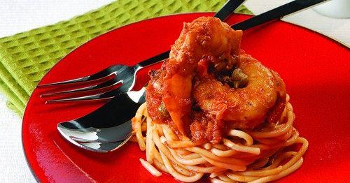 Σπαγγέτι με γαρίδες με σάλτσα ντομάτας και κάπαρης | olivemagazine.gr
