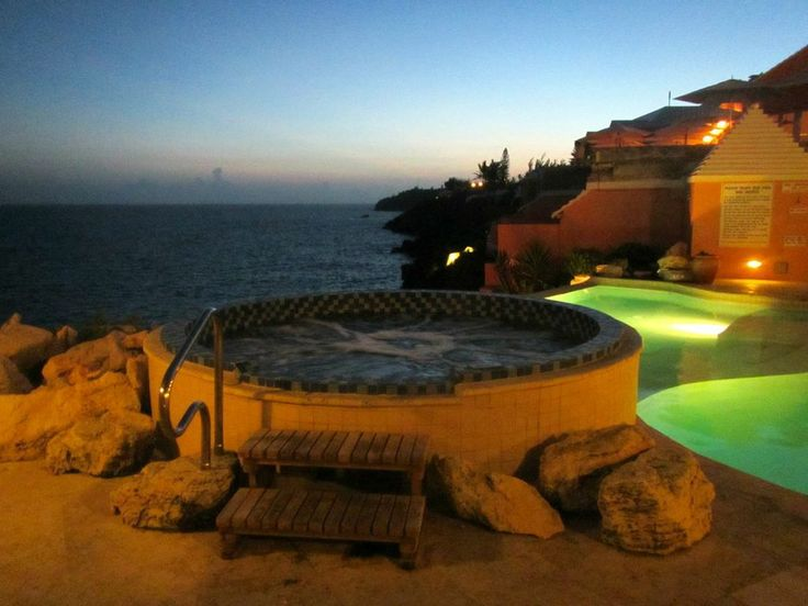 Take a dip in the jacuzzi #Luxury #Goa