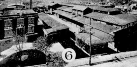 Construite en 1942 et 1943, cet édifice de style moderne logea jusqu'en 1946 la Hull Iron and Steel Foundries. Cette acierie, fondée en 1913, fut la quatrième en importance durant la Première Guerre mondiale. Au fil des temps, l'imposant bâtiment abrita également une usine d'appareils ménagers et des services gouvernementaux. Il devint la propriété de la municipalité en 2001 en vu d'en faire à l'intérieur deux terrains de soccer et une surface multisport. (Coup de coeur, 2006) (Guitard, II…