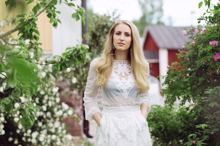 sandraemilia, disney, princess, rosegarden, prinsessa, rosor, vita, white, roses,