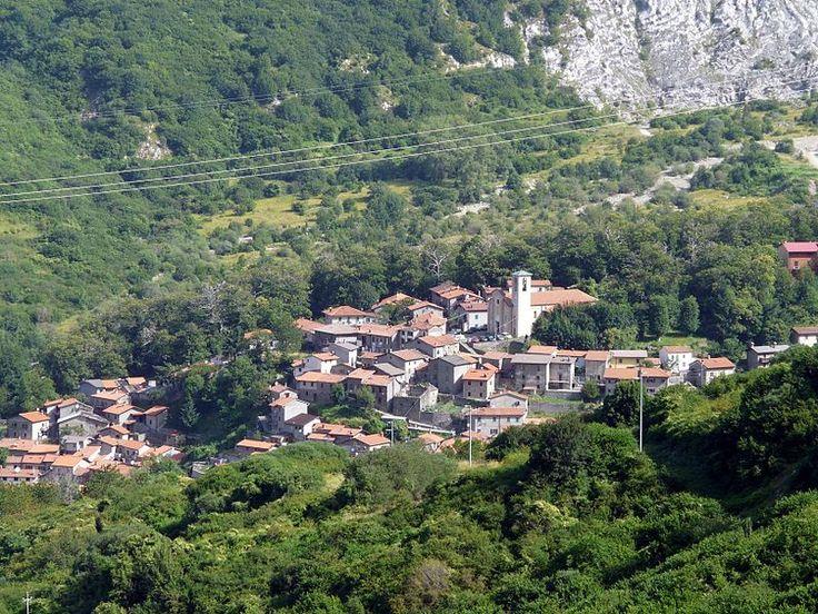 File:Sassalbo (Fivizzano)-panorama1.jpg - Wikipedia