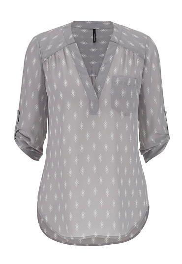 la blusa es gris                                                       …                                                                                                                                                     Más