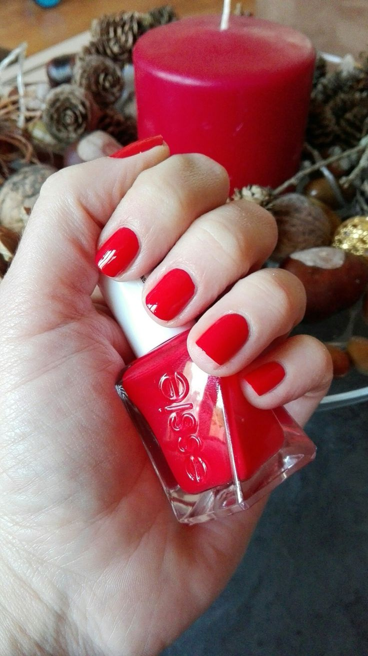 Essie gel couture - rock the runway