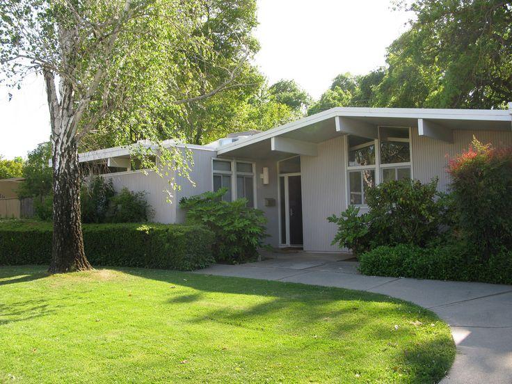 Sacramento Eichler Home 10 South Land Park Drive Mid Century Exterior Grey Exterior House Colors House Design Photos