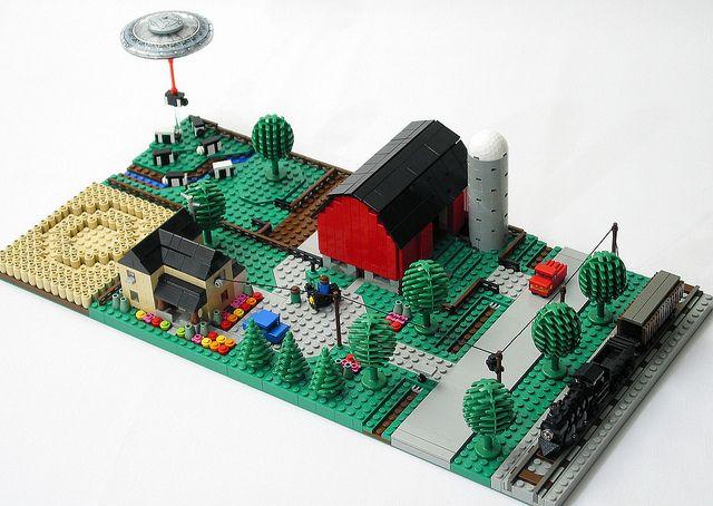 """LEGO MOC """"Micro Farm"""" (by True Dimensions)   Love the UFO detail! Crazy fun. Loving the micro designs."""