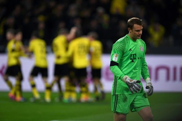 Bayern Munich's goalkeeper Manuel Neuer reacts after failling to make a save during the German first division Bundesliga football match between Borussia Dortmund and FC Bayern Munich in Dortmund on November 19, 2016. / AFP / PATRIK STOLLARZ / RESTRICTIONS: DURING MATCH TIME: DFL RULES TO LIMIT THE ONLINE USAGE TO 15 PICTURES PER MATCH AND FORBID IMAGE SEQUENCES TO SIMULATE VIDEO. == RESTRICTED TO EDITORIAL USE == FOR FURTHER QUERIES PLEASE CONTACT DFL DIRECTLY AT + 49 69 650050.
