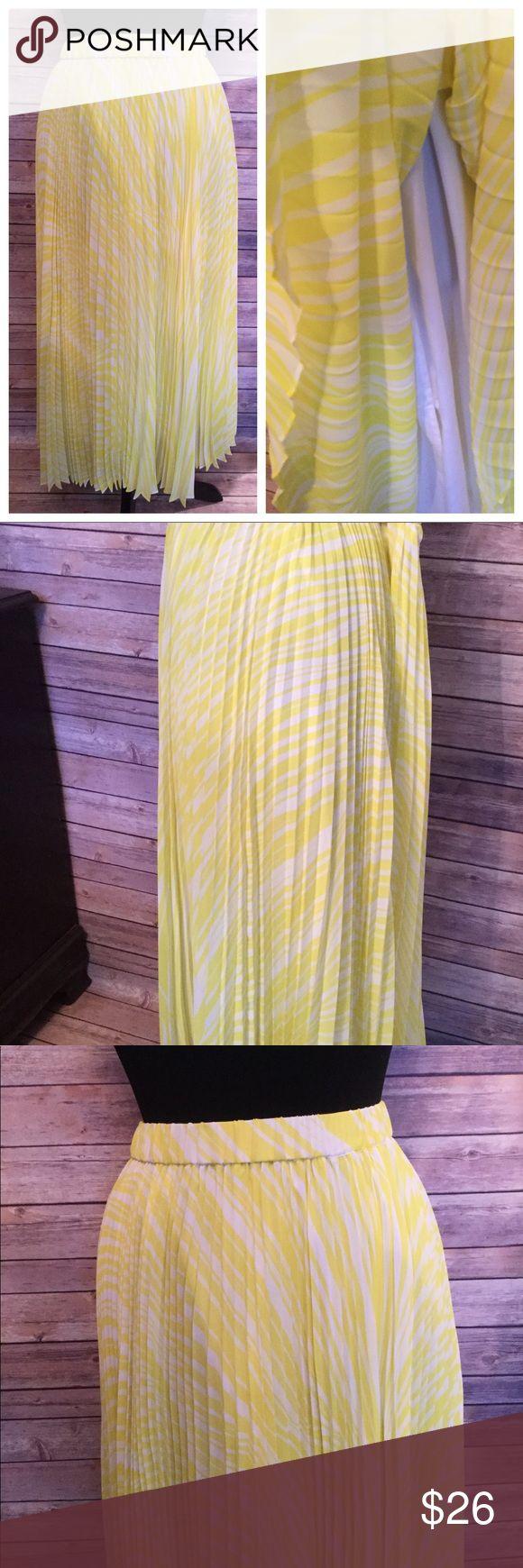 Soft Surroundings Yellow Long Pleated Maxi Skirt Soft Surroundings Yellow Pattern Long Pleated Maxi Skirt  Size PM Petite Medium Elastic Waist Lined  Polyester Soft Surroundings Skirts Maxi