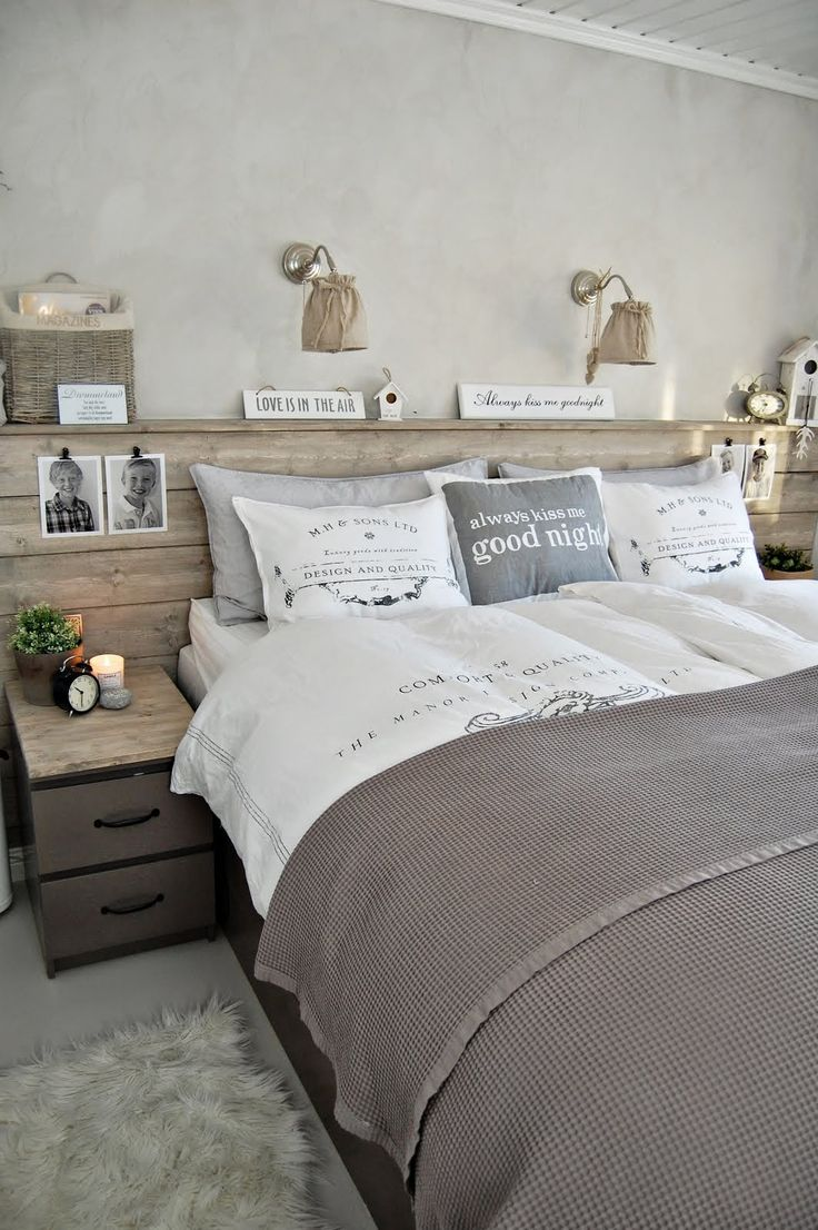 Calm and natural, neutral colors. Like the headboard, like the bedding, lights, etc...