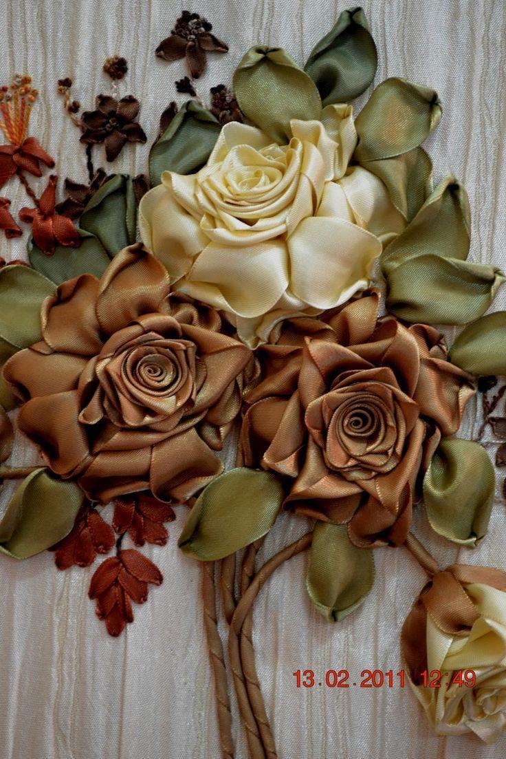 Rosas com fitas de cetim