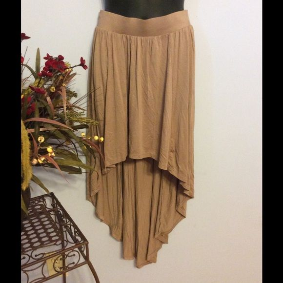 """Removing  Boutique High Low Skirt Perfect for all seasons or occasions. Cocoa tan high low skirt with wide elastic waistband. Length front15"""". Back length 37"""". Across waist 13"""" Boutique Brand Skirts High Low"""