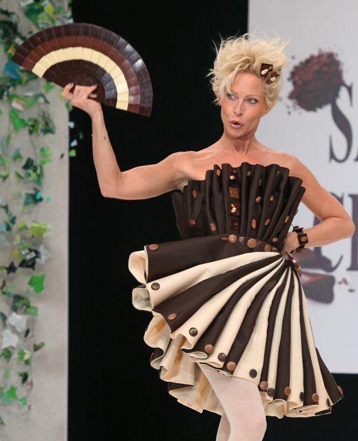 Chocolate Skirt and Fan - Chocolate Dress - Salon du Chocolat #RoseVoxBox #LindtTruffles