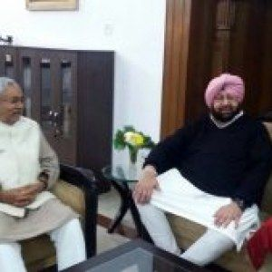 Captain Amarinder holds informal talks with Nitish Kumar over lunch, invites him to campaign for Congress in Punjab