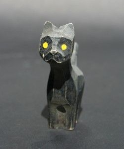 Nikerdatud must kass, eAntiik