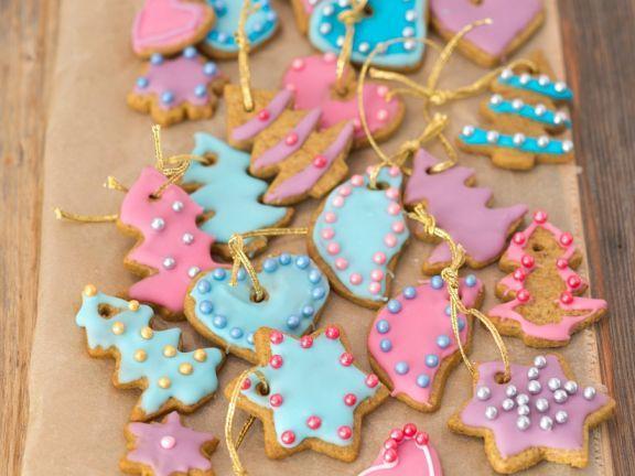 Lebkuchenkekse als Christbaumschmuck ist ein Rezept mit frischen Zutaten aus der Kategorie Lebkuchen. Probieren Sie dieses und weitere Rezepte von EAT SMARTER!
