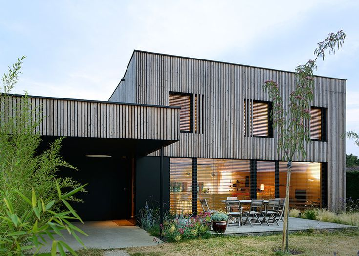 Bioclimatic house with a timber frame by Tectoniques