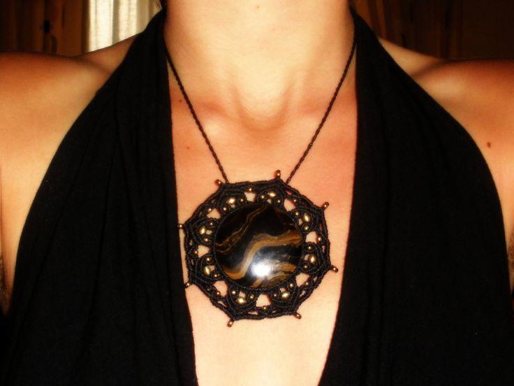 Broche - Collar Macrame. Handmade Brooch - Necklace. Broche - Collier macramé main de GipsyCrafts en Etsy