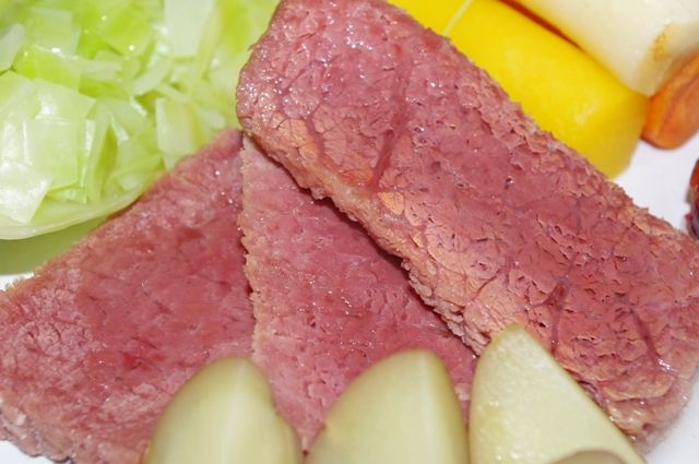 Newfoundland Recipes-Corned Beef & Cabbage-www.saltjunk.com