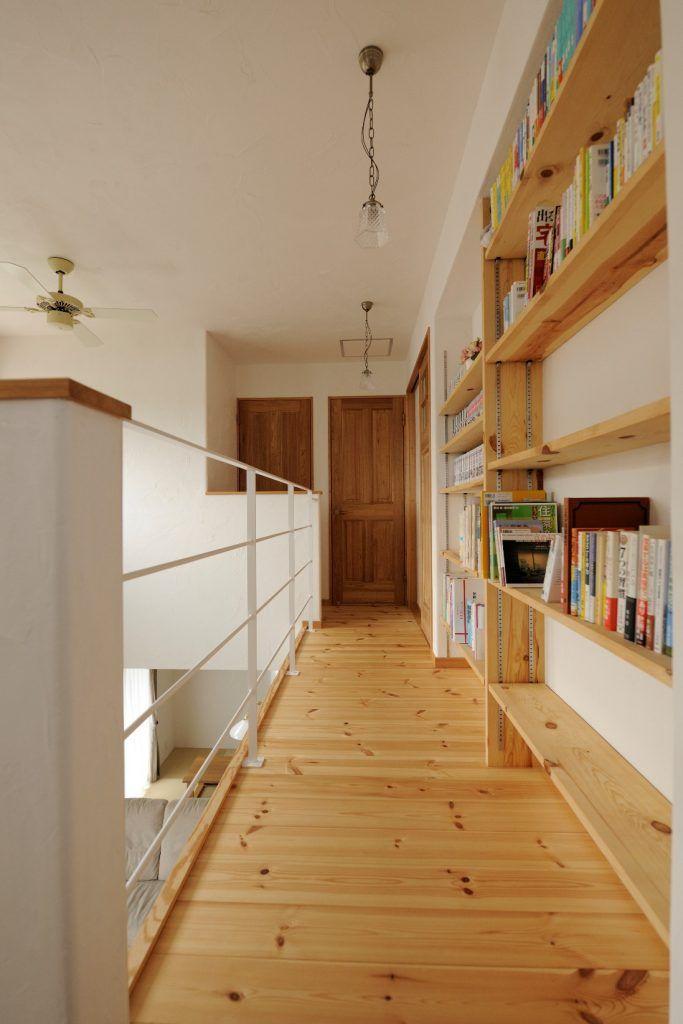 【アイジースタイルハウス】本棚。まるで図書館のような2Fホール