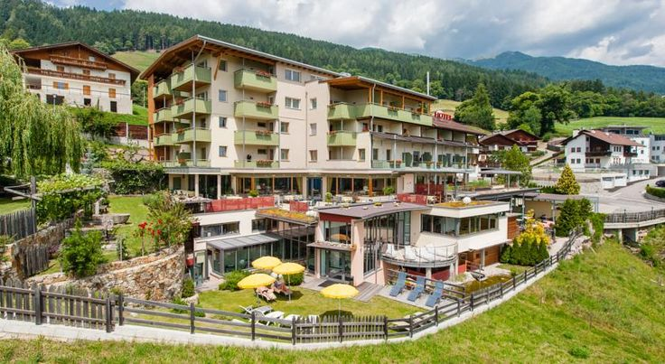 Hotel Feldthurnerhof Feldthurns Offering great wellness amenities at a stunning location on the sunny slopes of Eisacktal valley, Hotel Feldthurnerhof is an ideal setting for a relaxing holiday.  All amenities are modern and beautifully designed.