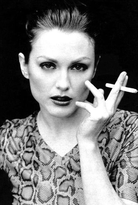 julianne moore smoking